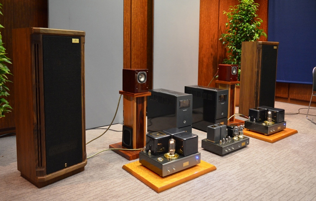 Tannoy Turnberry GR trang tri trong phong
